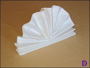 Как красиво сложить салфетку в виде настольного